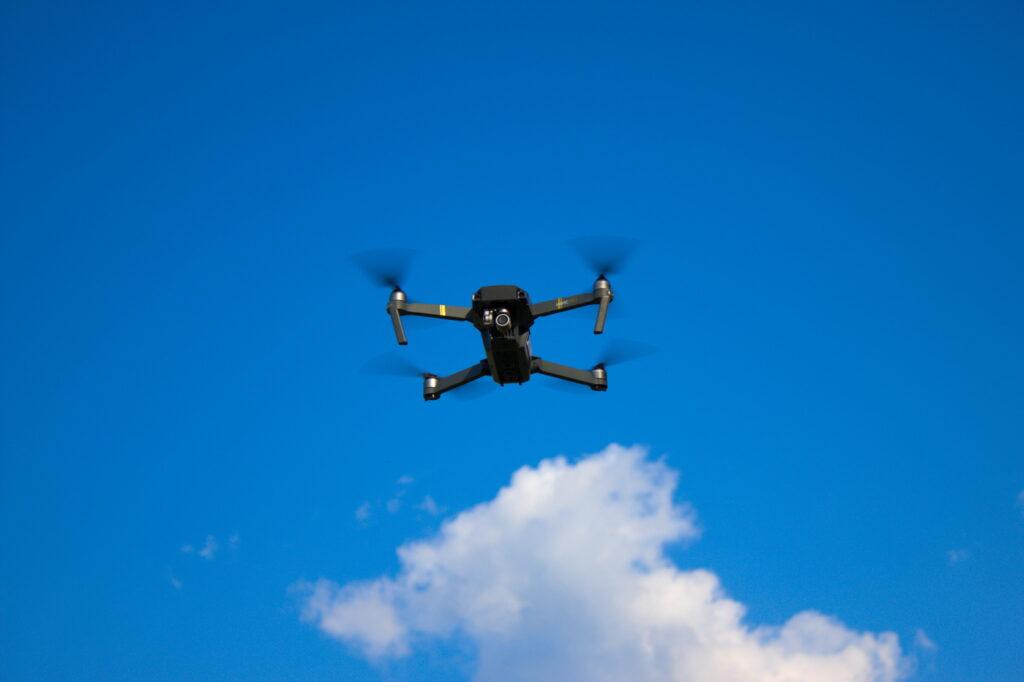 Drohne DJI Mavic pro im Flug